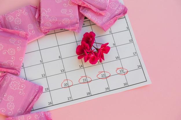 Kalender met bloemen en maandverband