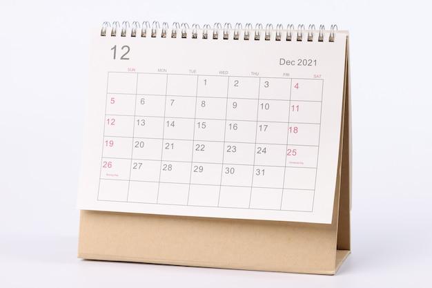Kalender voor december staat op tafelclose-up