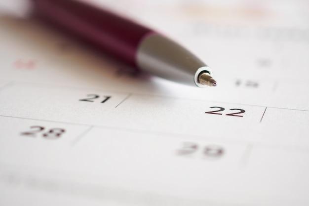 Kalenderpagina met pen