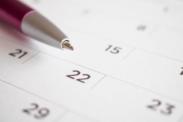 Kalenderpagina met penpunt op datum