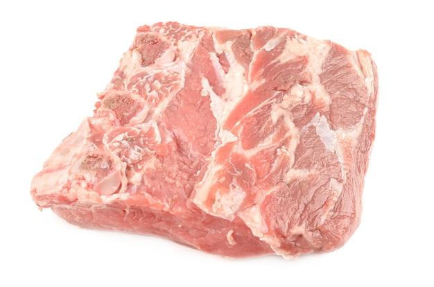 Kalfsvlees dat op wit wordt geïsoleerd