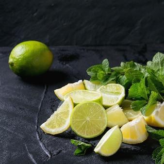 Kalk en citroenen met munt