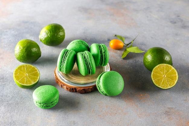 Kalkmakronen met vers fruit.