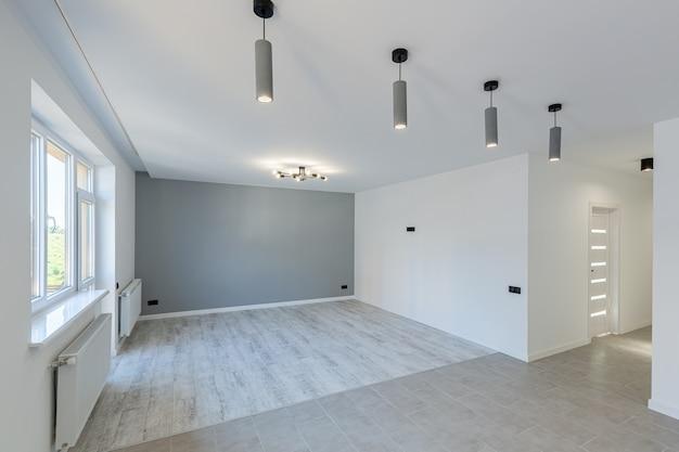 Kamer in het huis appartement direct na de renovatie