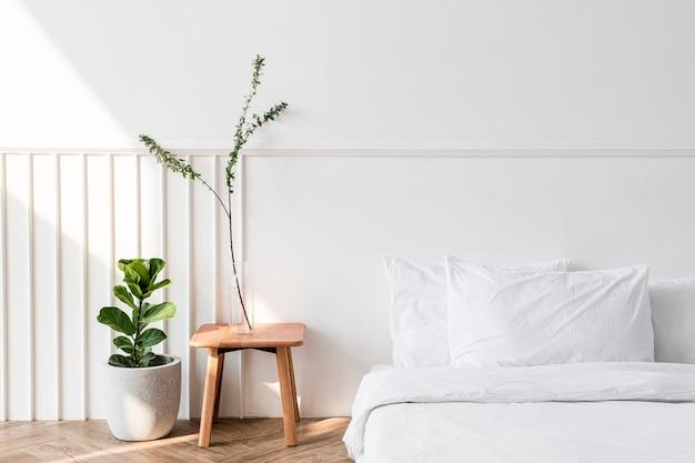 Kamerplanten bij een matras op de vloer