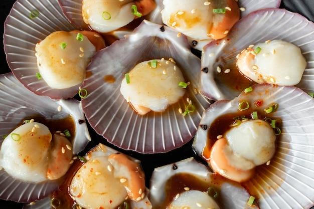 Kammossel grondstof zee voedsel met ingrediënt seasonning kok