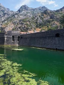 Kampana-toren in kotor, montenegro