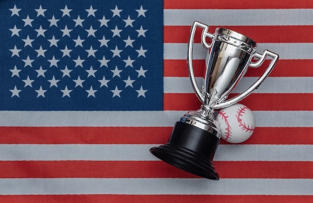 Kampioensbeker met honkbal op de vlag van de v.s. sportwedstrijden