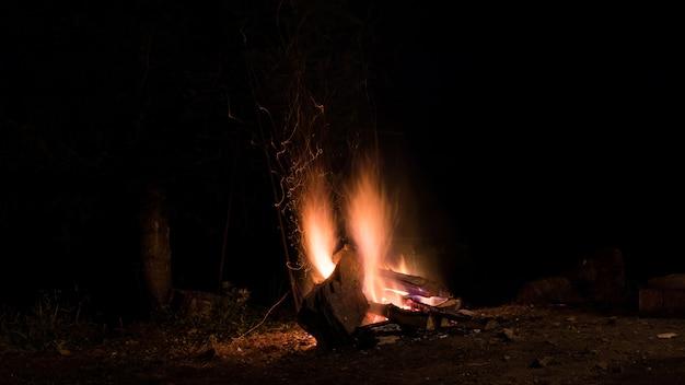 Kampvuur en vuur vonken
