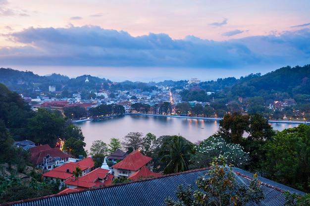 Kandy lake en stad