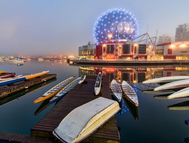 Kano's naast dock