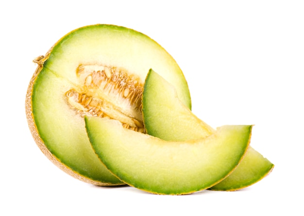 Kantaloepmeloen op witte ruimte wordt geïsoleerd die. sappige en zoete meloenmeloen die op witte ruimte wordt geïsoleerd.