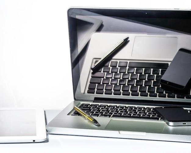 Kantoor, computer, tablet, smartpnones, notebook