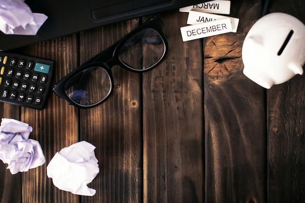 Kantoorapparatuur concept angst over werk en zaken op kantoor.