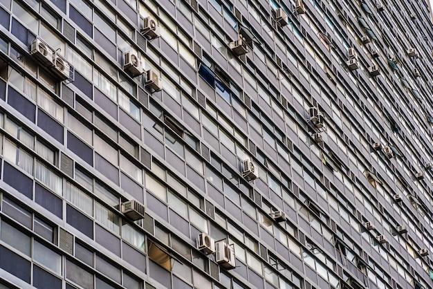 Kantoren windows in sao paulo downtown.