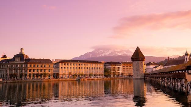 Kapelbrug en stad van luzern, zwitserland