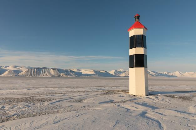 Kapp ekholm-vuurtoren in billefjorden, spitsbergen in noorwegen