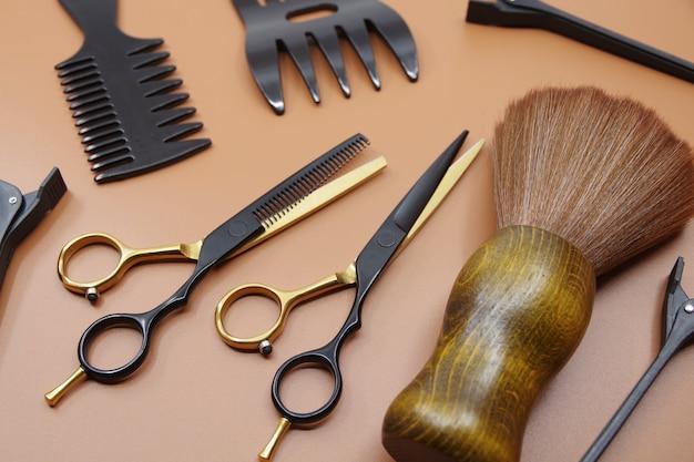 Kappers schaarkam en haarspelden professionele kappersgereedschappen