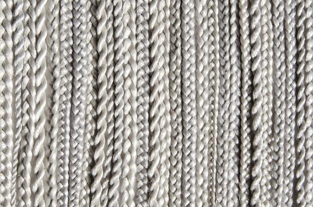 Kappersmateriaal kanekalon. textuur synthetische vezel, vlechthaar van verschillende vormen