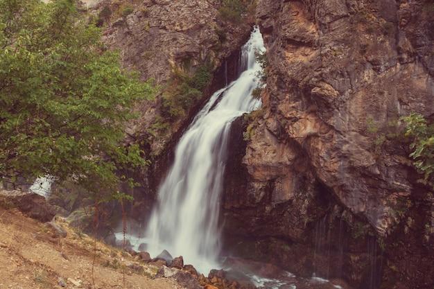 Kapuzbasi-waterval, provincie kayseri, turkije