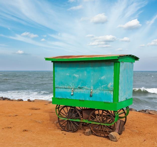 Kar op het strand, tamil nadu, india