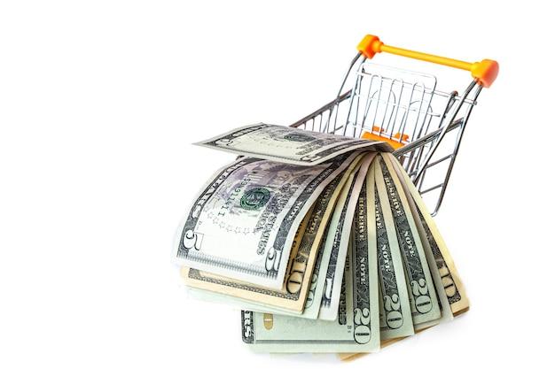 Kar vol met amerikaanse bankbiljetten geïsoleerd op wit. concept lening, investering, pensioen, geld besparen, financiering, financiële crisis of stijging.