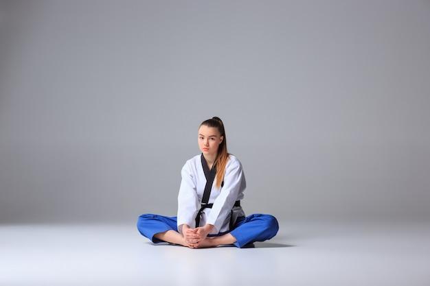 Karate meisje met zwarte band