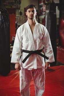 Karate speler poseren
