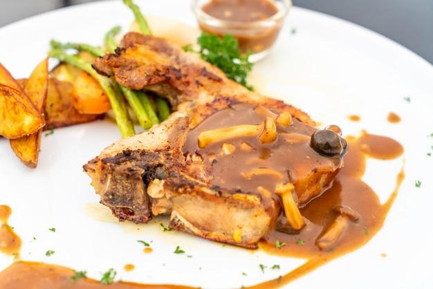 Karbonade steak met jus saus