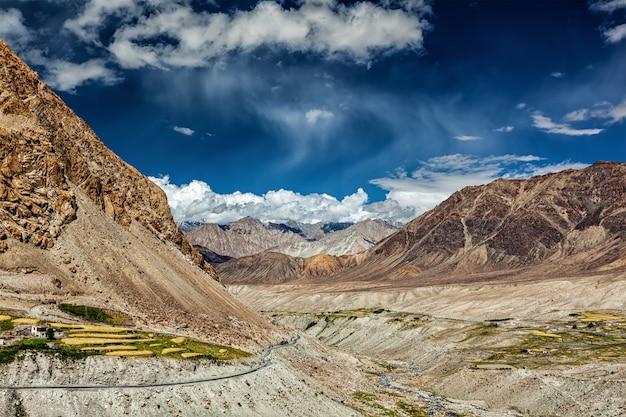 Kardung dorp in de himalaya