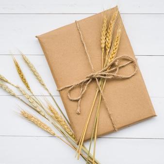 Kartonnen doos met tarwe