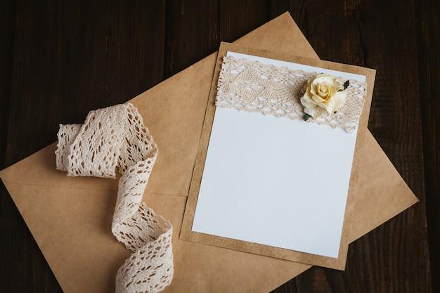 Kartonnen kaart met bloem