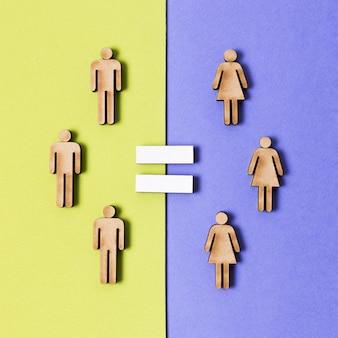 Kartonnen mensen vrouwen en mannen gelijkheidsteken