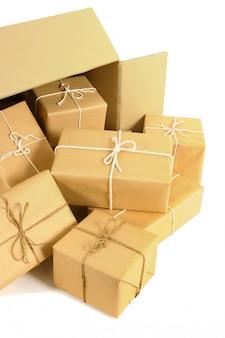 Kartonnen verzenddoos met verschillende bruine