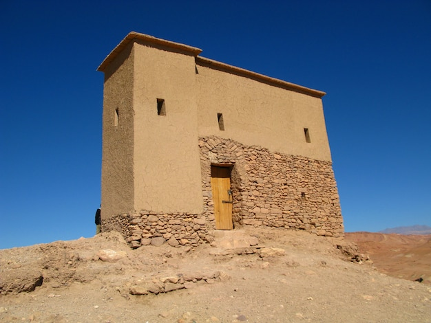Kasbah ait ben haddou in de saharawoestijn, ouarzazate, marokko