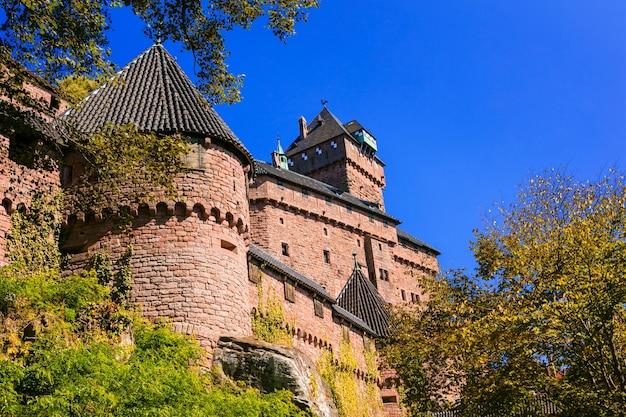Kasteel haut-koenigsbourg, indrukwekkend middeleeuws fort in frankrijk (elzas, straatsburg)
