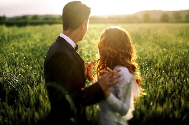 Kasteel romantische paar trouwde emotionele