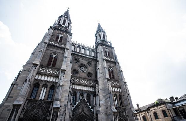 Kathedraal bij zonsondergang