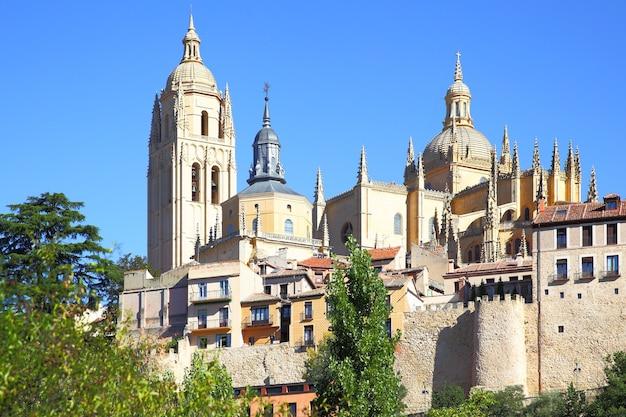 Kathedraal en oude stad van segovia, spanje