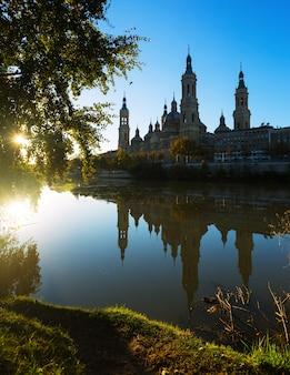 Kathedraal in zonnige ochtend. zaragoza