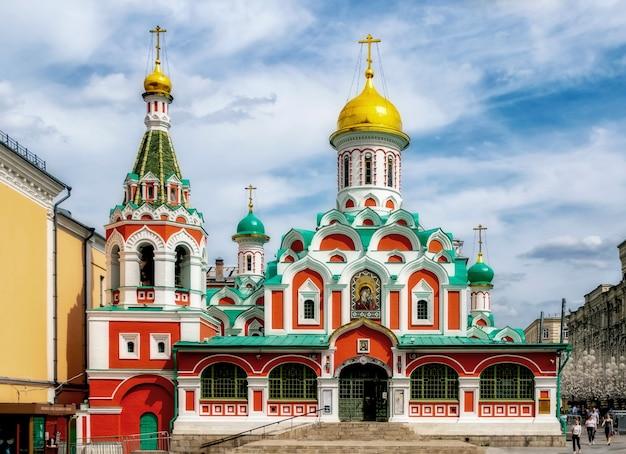 Kathedraal van het kazan-pictogram van de moeder van god op het rode plein. moskou. rusland.