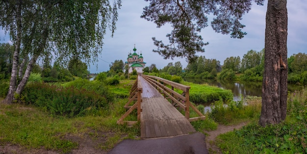 Kathedraal van het smolensk-pictogram van de moeder van god in de stad olonets, karelië, rusland