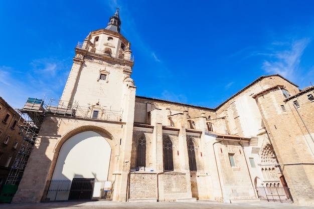 Kathedraal van santa maria de vitoria is een rooms-katholieke kathedraal in gotische stijl, gelegen in vitoria-gasteiz, baskenland, spanje