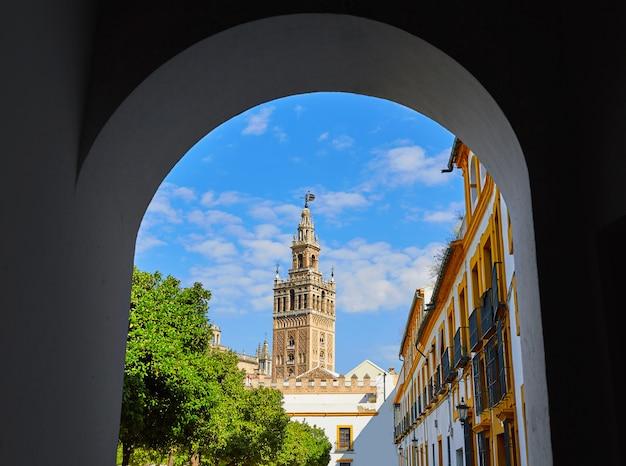 Kathedraal van sevilla giralda toren van alcazar