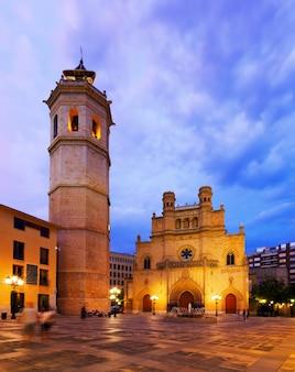 Kathedraal van sint maria in castellon de la plana in de nacht