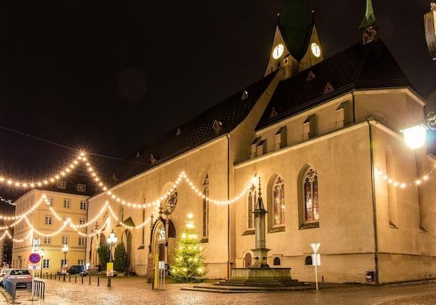 Kathedraal van st. nicholas in feldkirch met kerstmis
