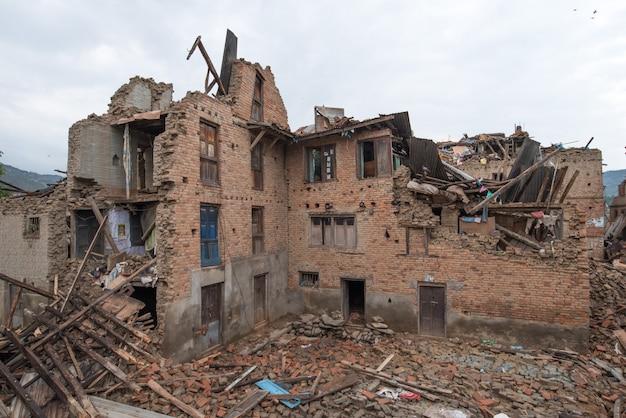 Kathmandu nepal dat zwaar beschadigd was na de grote aardbeving.
