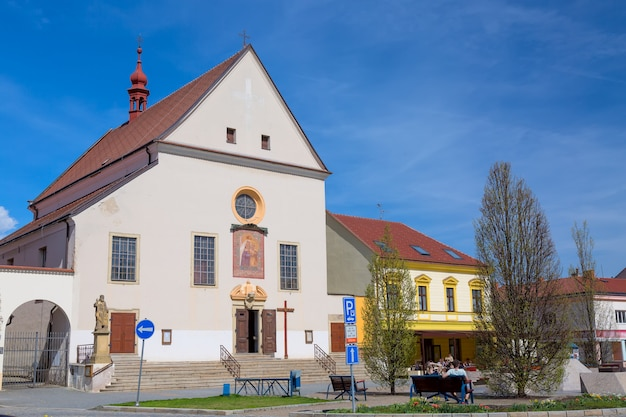 Katholieke kerk kostel nanebevzeti panny marie in de stad kyjov, zuid-moravië, tsjechië