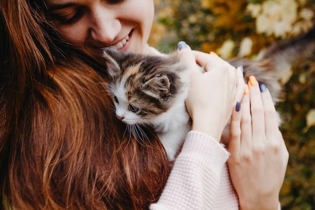 Katje in handen van de eigenaar