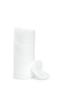 Katoenen sponsen die op witte achtergrond worden geïsoleerd